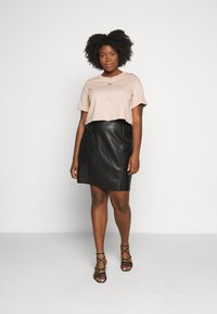 adidas Originals - CROP - Print T-shirt - ash peach - 1
