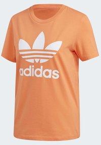 adidas Originals - TREFOIL T-SHIRT - Print T-shirt - orange - 9