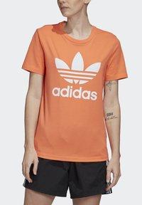 adidas Originals - TREFOIL T-SHIRT - Print T-shirt - orange - 3