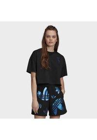 adidas Originals - LARGE LOGO T-SHIRT - T-shirt imprimé - black - 0