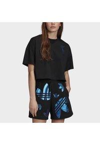 adidas Originals - LARGE LOGO T-SHIRT - T-shirt imprimé - black - 7