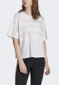 adidas Originals - LARGE LOGO T-SHIRT - Print T-shirt - white - 4
