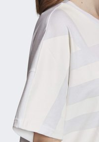 adidas Originals - LARGE LOGO T-SHIRT - Print T-shirt - white - 5