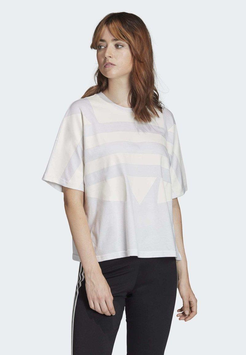 adidas Originals - LARGE LOGO T-SHIRT - Print T-shirt - white