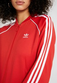 adidas Originals - SUPERSTAR ADICOLOR SPORT INSPIRED TRACK TOP - Giubbotto Bomber - lush red/white - 5
