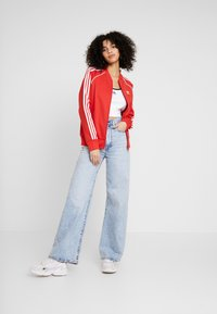 adidas Originals - SUPERSTAR ADICOLOR SPORT INSPIRED TRACK TOP - Giubbotto Bomber - lush red/white - 1