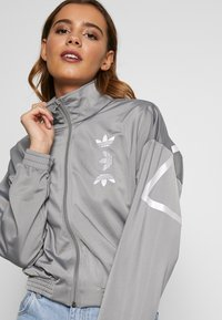 adidas Originals - LOGO - Veste de survêtement - grey/white - 3
