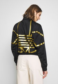 adidas Originals - LOGO - Verryttelytakki - black/gold - 2