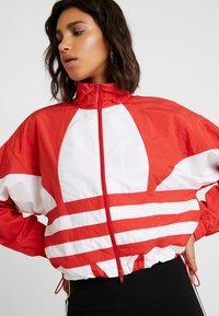 adidas Originals - LOGO - Veste de survêtement - lush red/white - 3