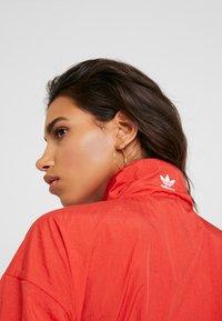adidas Originals - LOGO - Veste de survêtement - lush red/white - 6