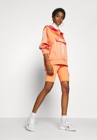 adidas Originals - Veste coupe-vent - semi coral - 1