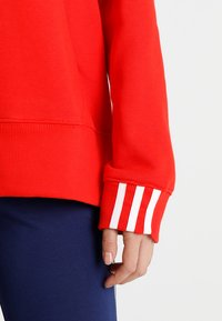 adidas Originals - COEEZE HOODIE - Bluza z kapturem - active red - 5