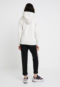 adidas Originals - ZIP HOODIE - Mikina na zip - raw white - 2