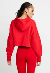 adidas Originals - CROPPED HOOD - Bluza z kapturem - red - 2