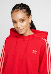 adidas Originals - CROPPED HOOD - Bluza z kapturem - red - 4