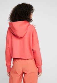 adidas Originals - ADICOLOR CROPPED HODDIE SWEAT - Felpa con cappuccio - trace scarlet/white - 2