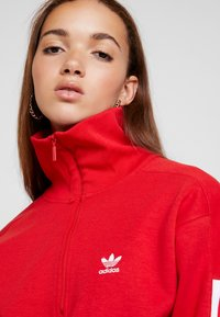 adidas Originals - ADICOLOR HALF-ZIP PULLOVER - Sweater - scarlet - 4