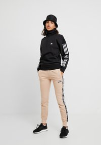 adidas Originals - ADICOLOR HALF-ZIP PULLOVER - Sweatshirt - black - 1