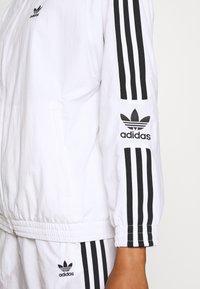 adidas Originals - ADICOLOR SPORT INSPIRED NYLON JACKET - Vindjakke - white - 6
