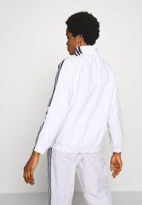 adidas Originals - ADICOLOR SPORT INSPIRED NYLON JACKET - Vindjakke - white - 2