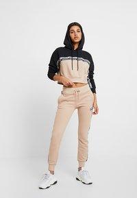 adidas Originals - CROPPED HOODIE - Hættetrøjer - ash pearl/black - 1