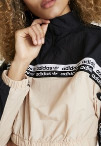 adidas Originals - CROPPED - T-shirt à manches longues - ash pearl/black - 5