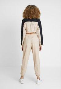 adidas Originals - CROPPED - T-shirt à manches longues - ash pearl/black - 2