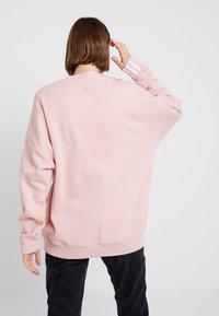 adidas Originals - RETRO LOGO PULLOVER - Mikina - pink spirit - 2