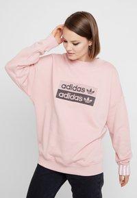adidas Originals - RETRO LOGO PULLOVER - Mikina - pink spirit - 0