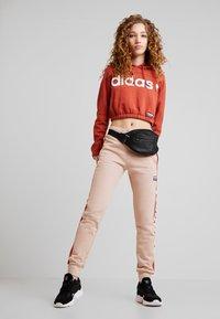 adidas Originals - HOODIE CROPPED - Hoodie - shift orange - 1