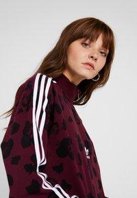 adidas Originals - BELLISTA ALLOVER PRINT PULLOVER - Sweatshirt - maroon/black - 5