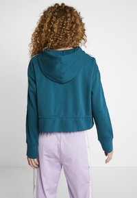 adidas Originals - BELLISTA 3 STRIPES CROPPED HOODIE - Jersey con capucha - tech mineral - 2