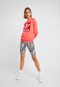 adidas Originals - TREFOIL CREW - Sweatshirt - flash red - 1