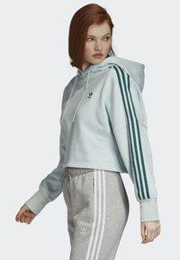 adidas Originals - CROPPED HOODIE - Luvtröja - green - 2