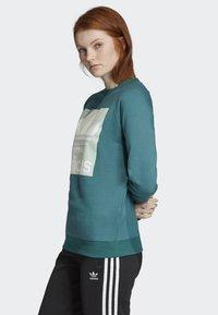adidas Originals - TREFOIL SWEATSHIRT - Sweatshirt - green - 2