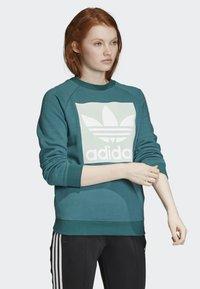 adidas Originals - TREFOIL SWEATSHIRT - Sweatshirt - green - 4
