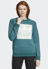 adidas Originals - TREFOIL SWEATSHIRT - Sweatshirt - green - 0