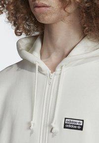 adidas Originals - FULL-ZIP HOODIE - Hoodie met rits - white - 3