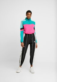 adidas Originals - BLOCKED CROP - Sweatshirt - pink - 1