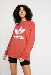 adidas Originals - ADICOLOR TREFOIL LONG SLEEVE PULLOVER - Sweatshirt - trace scarlet/white - 0