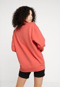 adidas Originals - ADICOLOR TREFOIL LONG SLEEVE PULLOVER - Sweatshirt - trace scarlet/white - 2