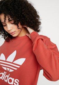 adidas Originals - ADICOLOR TREFOIL LONG SLEEVE PULLOVER - Sweatshirt - trace scarlet/white - 3