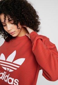 adidas Originals - ADICOLOR TREFOIL LONG SLEEVE PULLOVER - Felpa - trace scarlet/white - 3