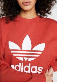 adidas Originals - ADICOLOR TREFOIL LONG SLEEVE PULLOVER - Felpa - trace scarlet/white - 5