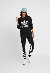 adidas Originals - ADICOLOR TREFOIL LONG SLEEVE PULLOVER - Sweater - black/white - 1