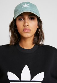 adidas Originals - ADICOLOR TREFOIL LONG SLEEVE PULLOVER - Sudadera - black/white - 3