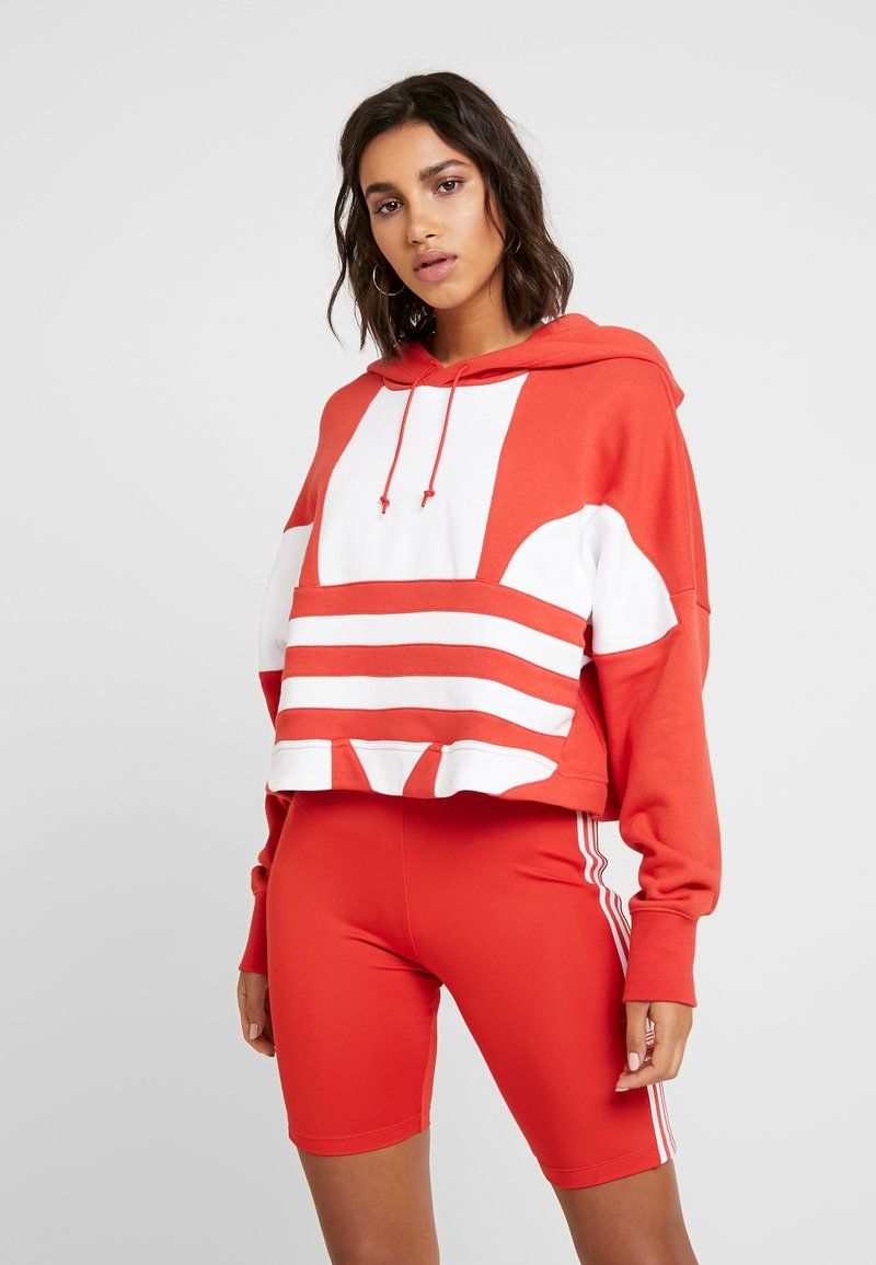 adidas Originals - ADICOLOR LARGE LOGO CROPPED HODDIE SWEAT - Hoodie - lush red/white