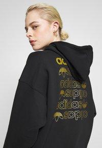 adidas Originals - LOGO HOODIE - Felpa con cappuccio - black/gold - 5