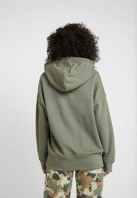 adidas Originals - R.Y.V. LOGO HODDIE SWEAT - Kapuzenpullover - legacy green - 2