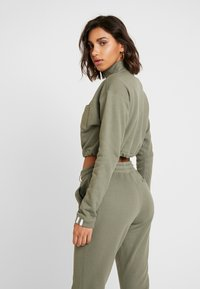 adidas Originals - CROPPED - Mikina - legacy green - 2